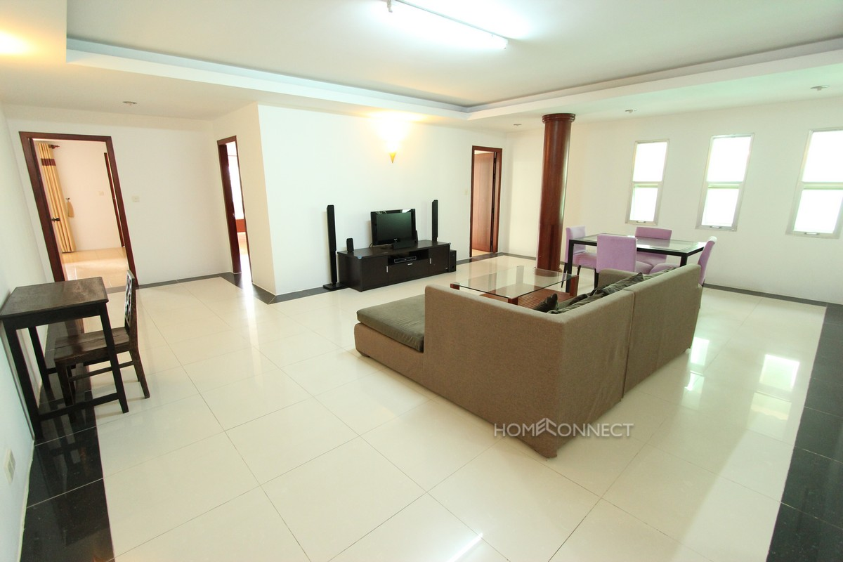 Fully serviced 3 bedroom apartment in Tonle Bassac
