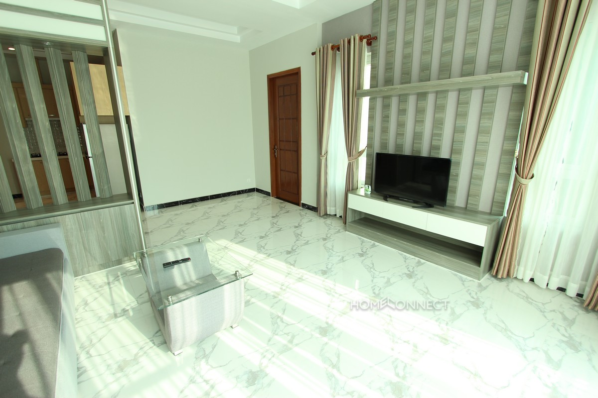 Modern 2 bedroom apartment close to Russian market