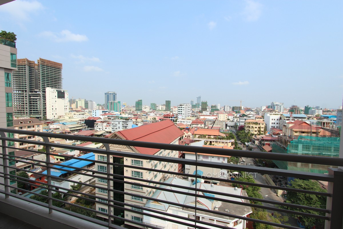 Luxurious 2 Bedroom Apartment in BKK1