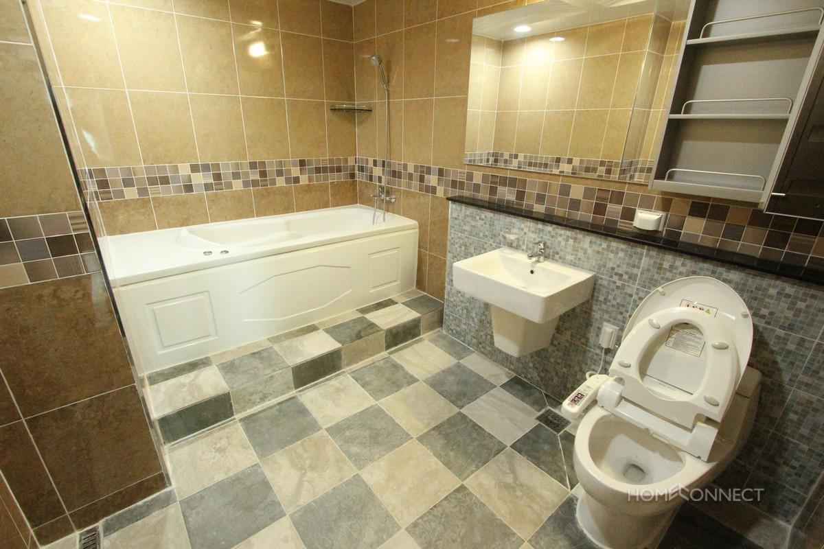 Luxury 4 bedroom condo in the heart of BKK1