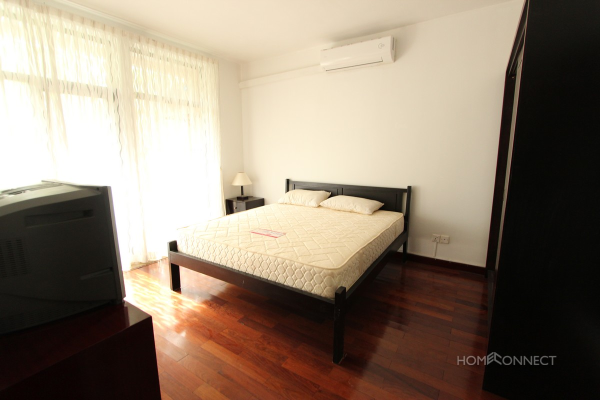 Large 3 Bedroom Apartment Close To Independence Monument | Phnom Penh