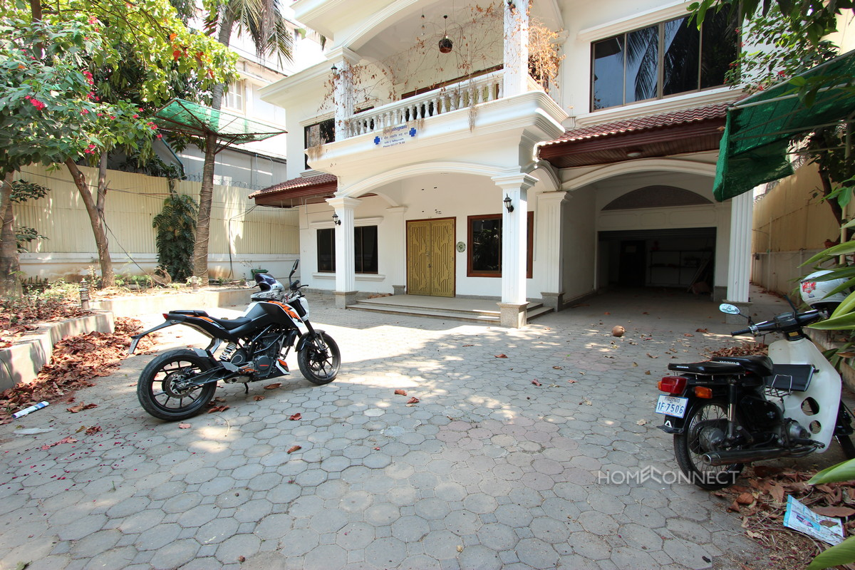 Central Family Villa Near the Independence Monument | Phnom Penh