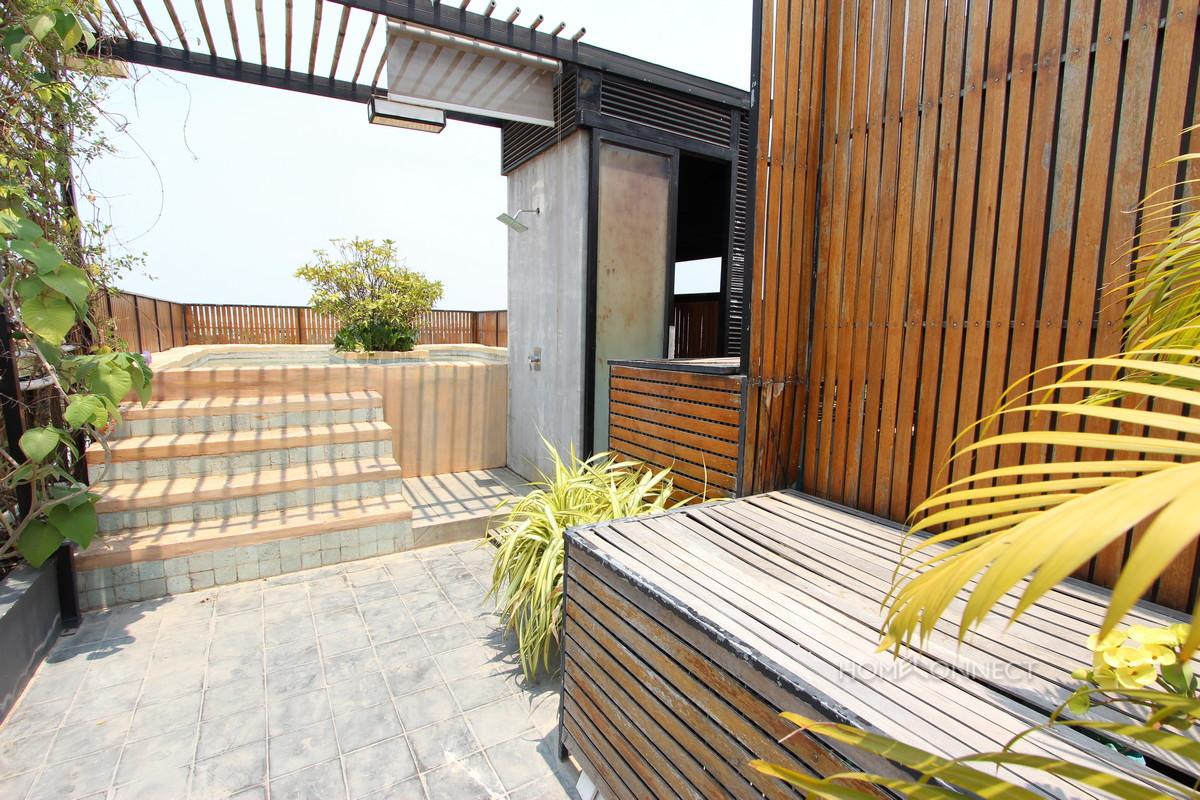 Beautiful 2 Bedroom Apartment in Tonle Bassac | Phnom Penh