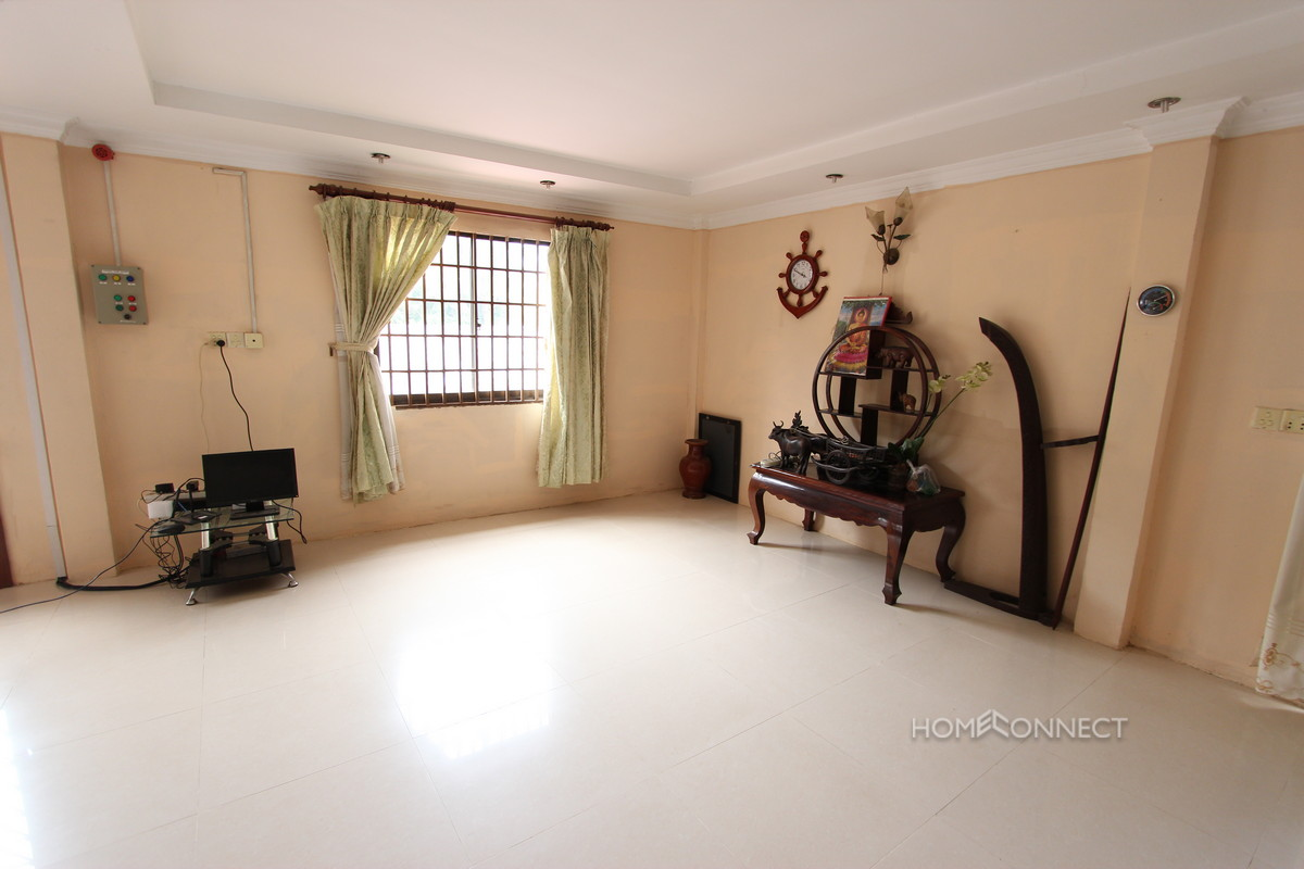 Cosy 3 Bedroom Villa in Boeung Tumpun | Phnom Penh Real Estate