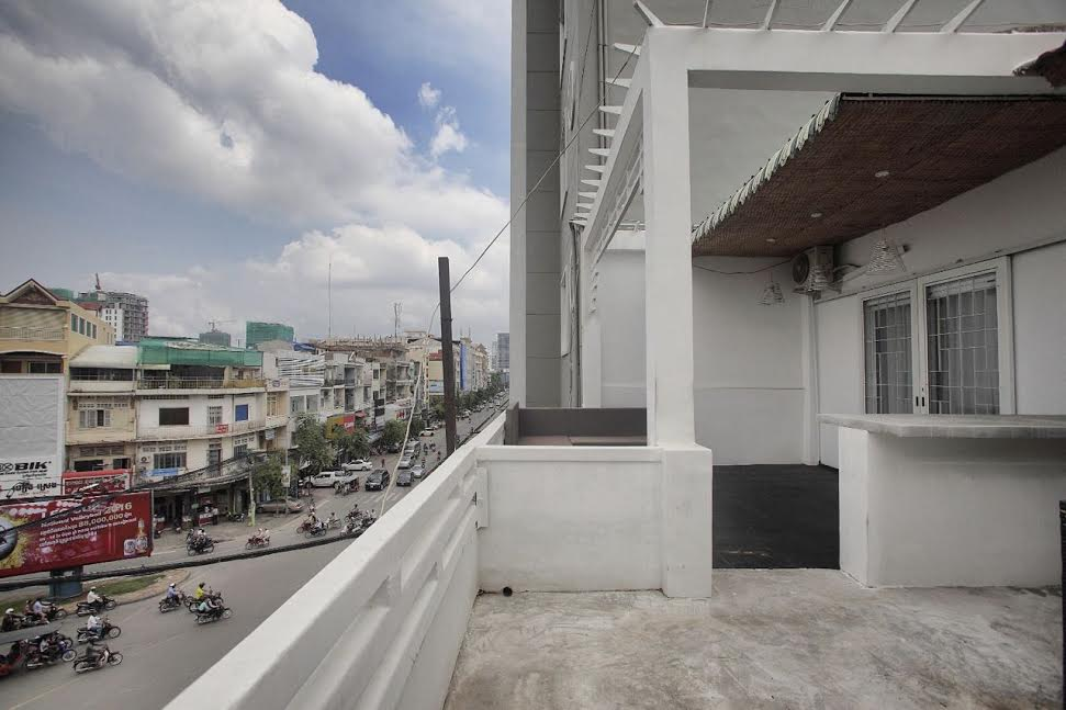Contemporary 3 Bedroom Apartment Near Central Market | Phnom Penh Real Estate
