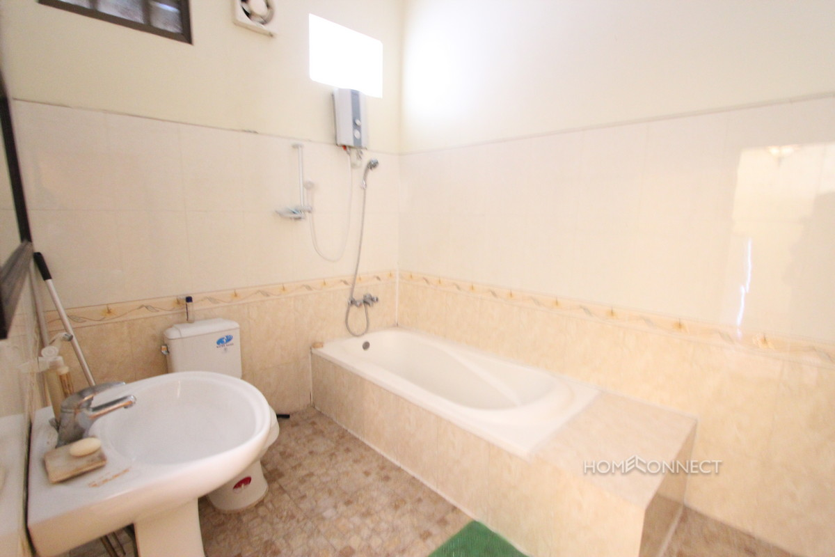 Studio Apartment Overlooking the Royal Palace | Phnom Penh Real Estate