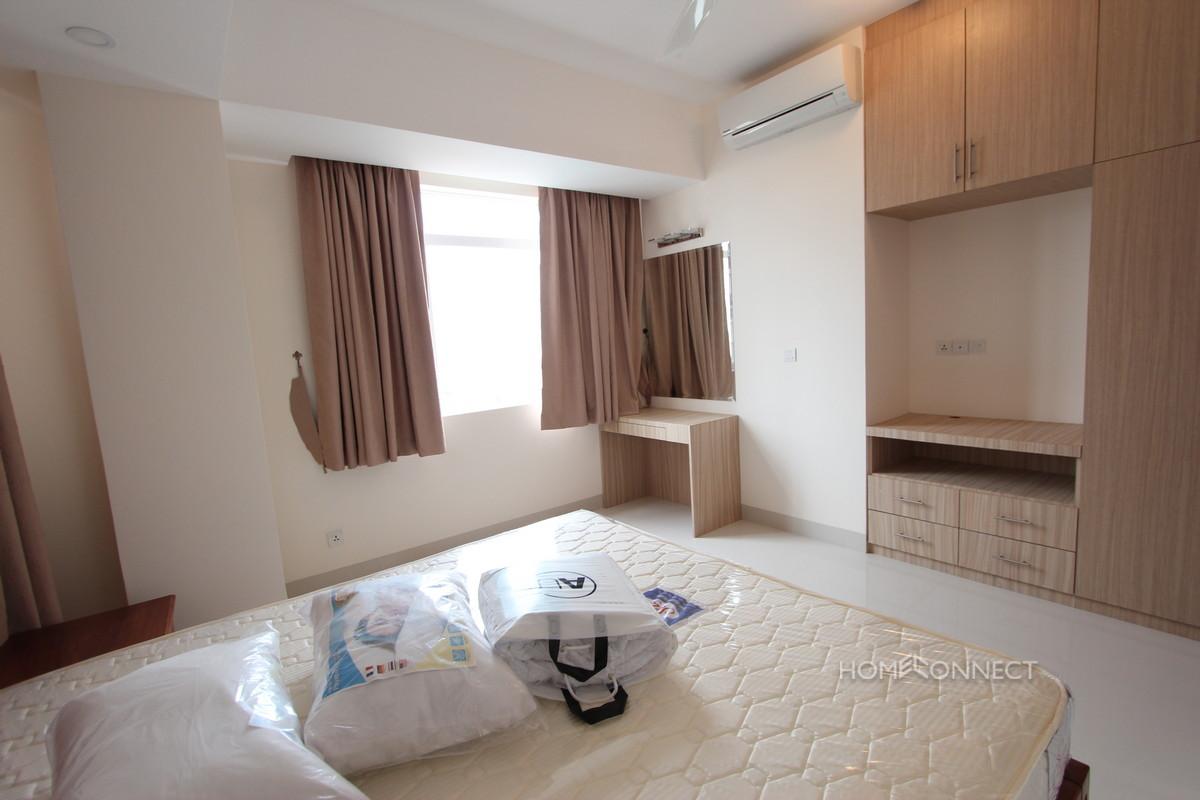 Luxurious 2 Bedroom Apartment in Tonle Bassac | Phnom Penh Real Estate