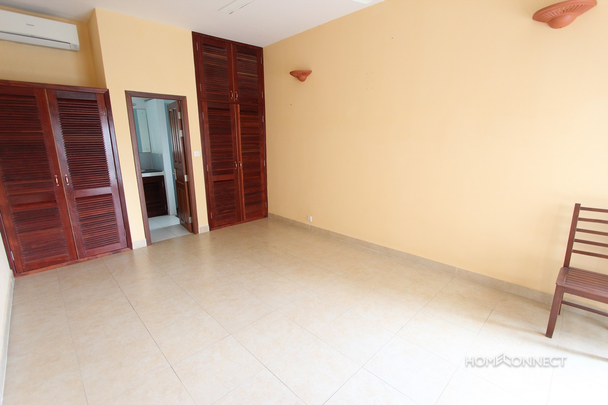 Comfortable 3 Bedroom Apartment Close to Independence Monument | Phnom Penh Real Estate