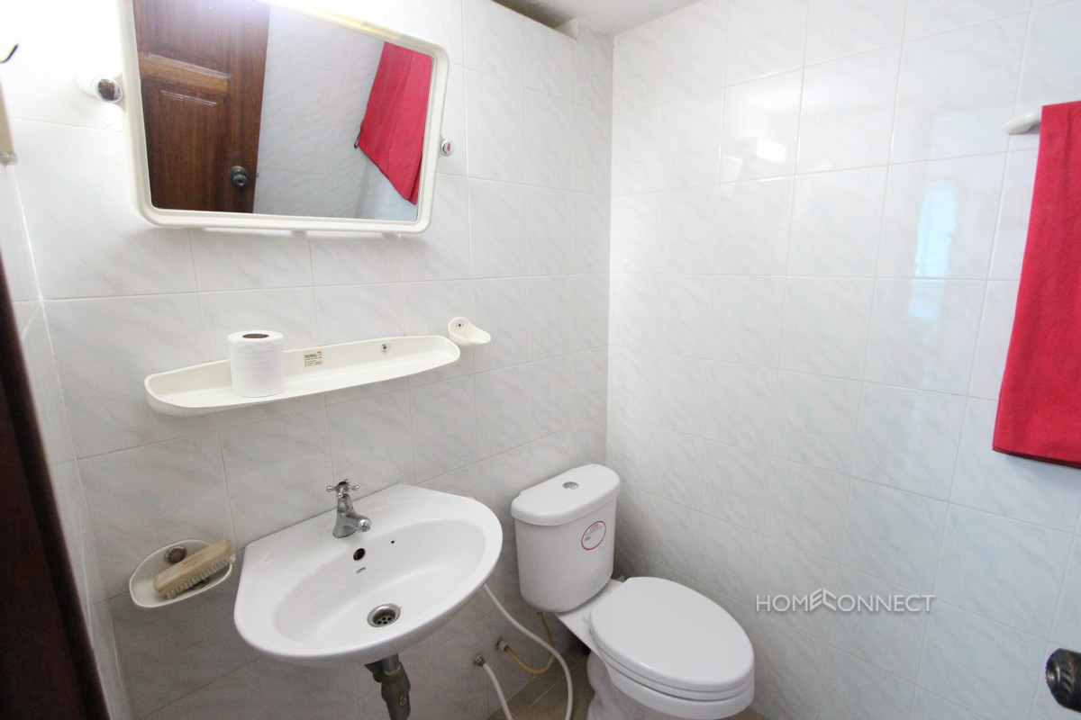 Centrally located 2 Bedroom Flat in 7 Makara | Phnom Penh Real Estate