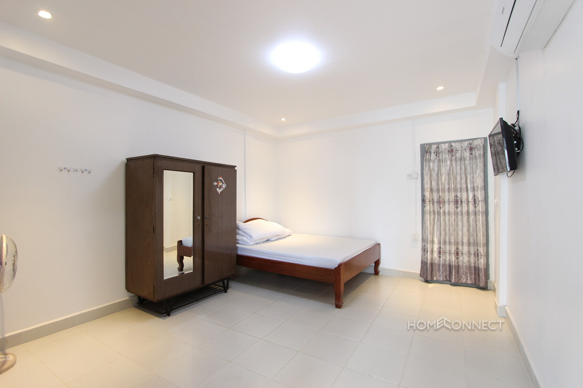 Budget 1 Bedroom 1 Bathroom Apartment Near Royal Palace | Phnom Penh Real Estate