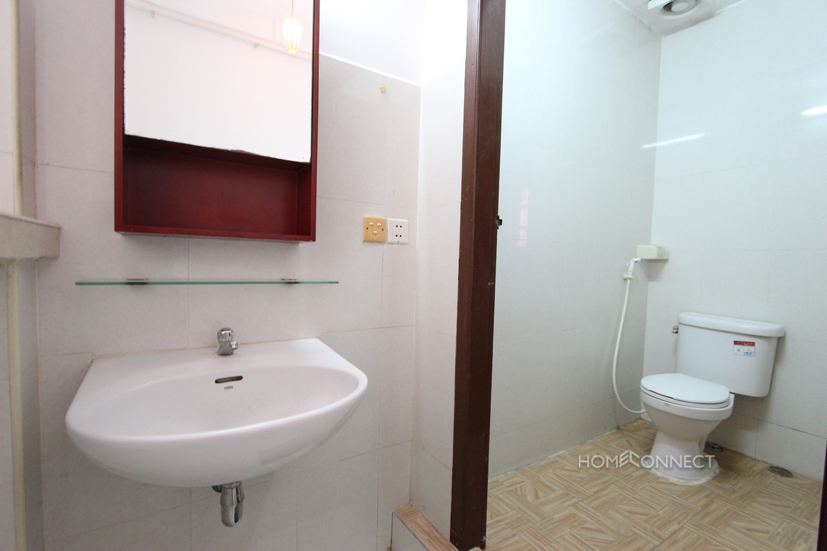 Budget 2 bedroom 1 bathroom apartment for rent near old market phnom penh apartments villas for 2 bedroom 2 bathroom for rent near me