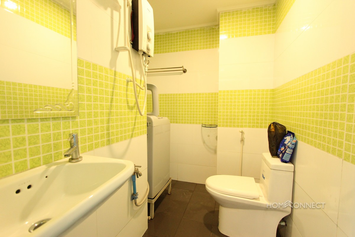 Comfortable 2 bedroom 1 bathroom apartment for rent near russian market phnom penh for Apartment 1 bedroom 1 bathroom