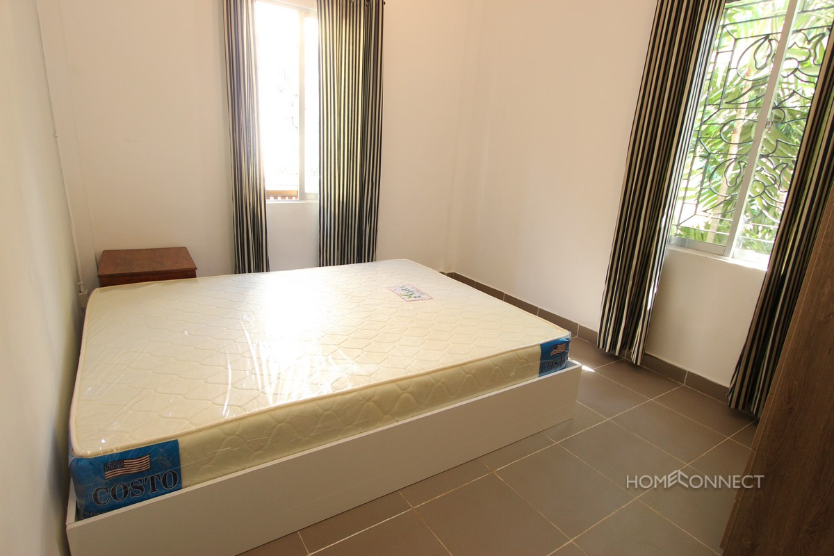 Modern Western Style 2 Bedroom Apartment For Rent Near Independence Monument | Phnom Penh Real Estate
