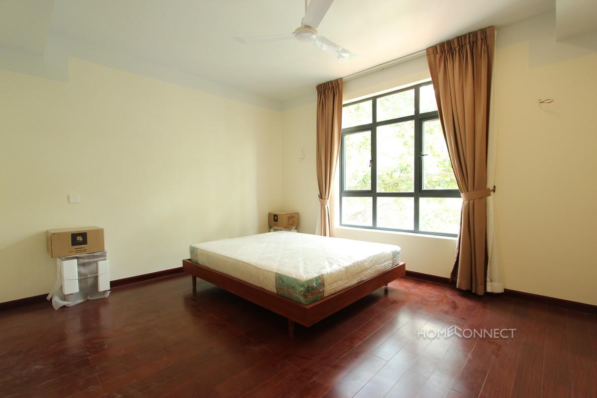 Family Sized 4 Bedrooms in Wat Phnom | Phnom Penh Real Estate