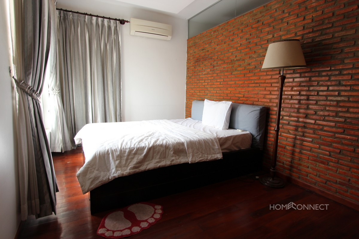 Spacious 2 Bedroom Beside The Royal Palace   Phnom Penh Real Estate